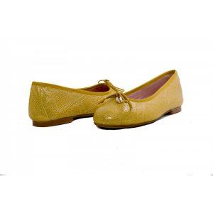 bailarina-plana-en-piel-labrada-color-amarillo-