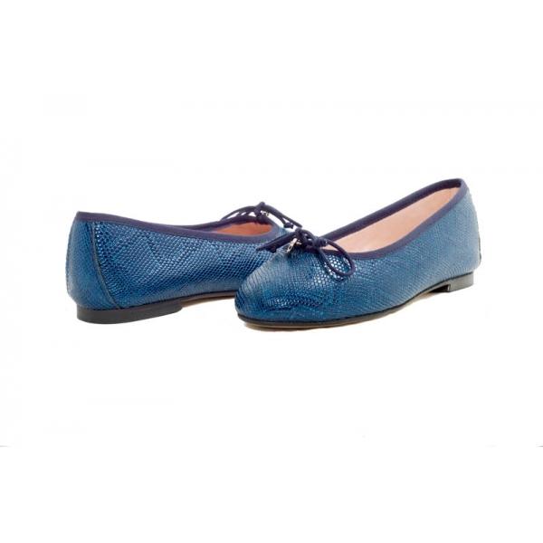 bailarina-plana-en-piel-labrada-color-azul-