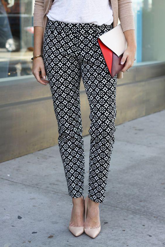 Pantalones estampados. Consejos de moda para mujeres altas