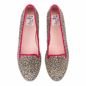 Slipper ante leopardo con vivo en color fucsia