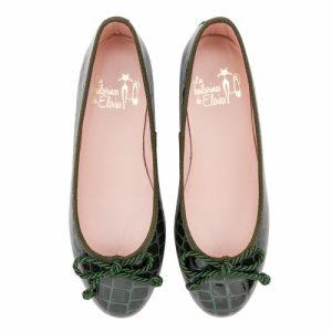 bailarina-plana-en-piel-tipo-cocodrilo-acharolada-en-color-verde-y-con-cordon-grueso
