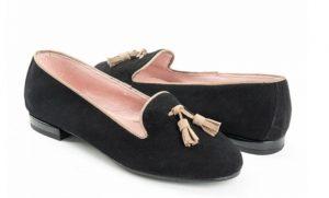 slipper-ante-negro-con-bolas-ante-beige