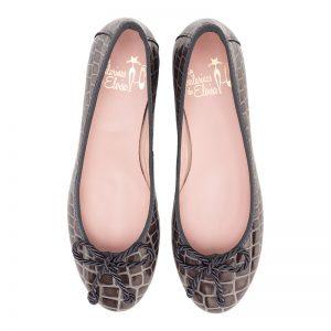 ALT Zapatos Bailarina piel tipo cocodrilo acharolada con cuña.